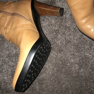 Tod's Shoes - Women's size 8.5 tods leather ankle boots